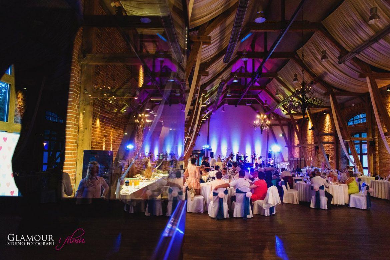 Czym się kierować szukając sali na wesele?